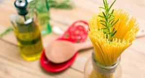 Spagetti och rosmarin Arkivbilder