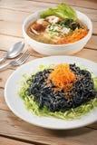 Spagetti- och tofusoppa arkivbild