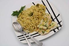Spagettimaträtt med broccoli royaltyfria foton