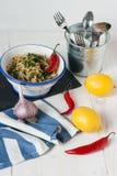 Spagettini με crumbs τσίλι, λεμονιών και ψωμιού Στοκ εικόνα με δικαίωμα ελεύθερης χρήσης