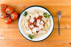 Spagettipasta med tomatsås och ost Royaltyfri Bild