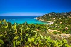 Spaggia di Genne Mari vara en la isla de Cerdeña Foto de archivo libre de regalías