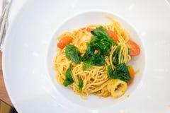 Spaghetti épicés de fruits de mer de basilic Photo libre de droits