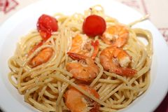 Spaghetti Aglio Olio with fresh Shrimps. Closeup Royalty Free Stock Photography