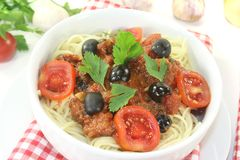Spaghetti alla puttanesca with olives Royalty Free Stock Photos