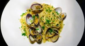 Spaghetti alle Vongole Makaron z owoce morza i shellfish tradycyjny włoski makaron obrazy royalty free