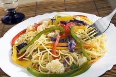 Spaghetti & groenten klaar te eten Royalty-vrije Stock Foto's