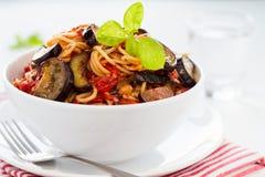 Spaghetti avec des aubergines Image libre de droits