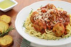 Spaghetti avec des boulettes de viande de dinde Photographie stock libre de droits
