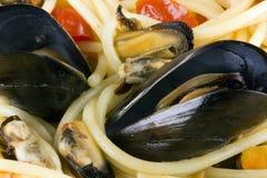 Spaghetti avec des moules Images libres de droits