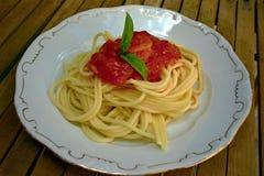 Spaghetti avec des tomates Photos stock