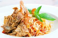 Spaghetti avec la crevette d'amande photo stock