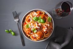 Spaghetti avec la sauce de boulette de viande et tomate, pâtes italiennes Image stock