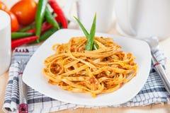 Spaghetti avec la sauce tomate épicée Photographie stock libre de droits