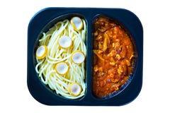Spaghetti avec la sauce tomate rouge images stock
