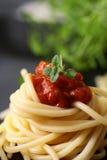 Spaghetti avec la tomate Images stock
