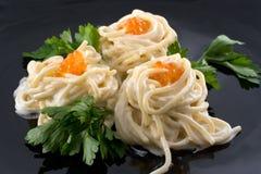 Spaghetti avec le caviar rouge Photos libres de droits