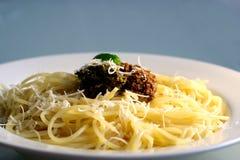 Spaghetti avec le pesto image libre de droits