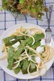 Spaghetti avec les pois instantanés de sucre Photographie stock