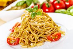 Spaghetti with basil pesto Royalty Free Stock Photography