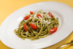 Spaghetti with basil pesto and tomatoes Royalty Free Stock Photos