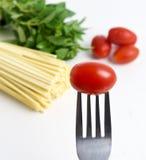 Spaghetti, basilicum en tomaten royalty-vrije stock fotografie