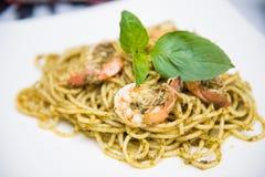 Spaghetti basilu kumberland z shimp Zdjęcie Royalty Free