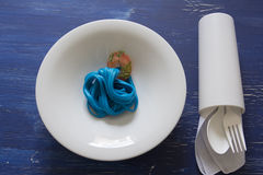 Spaghetti bleus, couvert noir Image libre de droits