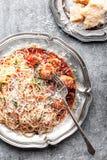 Spaghetti bolognese con le polpette in salsa al pomodoro Fotografia Stock Libera da Diritti
