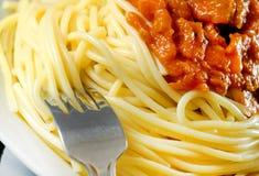 Spaghetti Bolognese op witte plaat stock foto
