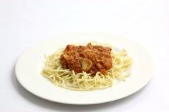 Spaghetti Bolonais d'isolement à l'arrière-plan blanc Photographie stock