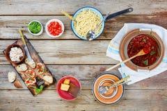 Spaghetti, bruschetta, czereśniowi pomidory, Włoska kuchnia, Vegetar zdjęcie stock