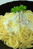 Spaghetti Carbonara con bacon e formaggio Immagine Stock