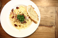 Spaghetti Carbonara with Garlic Bread Royalty Free Stock Images