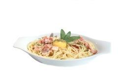 Spaghetti Carbonara met dooier en salie Stock Afbeelding