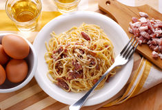 Spaghetti carbonara in a white dish Royalty Free Stock Photos