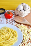 Spaghetti, cheese, tomato, oregano and garlic Royalty Free Stock Photos