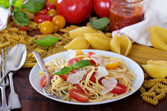 Spaghetti with cherry tomatoes, basil and parmesan Royalty Free Stock Images
