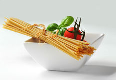 Spaghetti, cherry tomatoes and fresh basil Royalty Free Stock Images