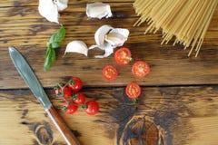 Spaghetti, cherry tomatoes and garlic Royalty Free Stock Image
