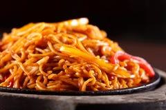 Spaghetti chinois chauds avec le poivre Photo libre de droits