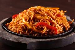 Spaghetti chinois chauds avec le poivre Image stock