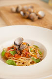 Spaghetti con i molluschi fotografia stock libera da diritti