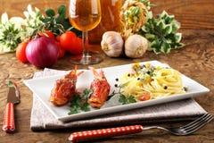 Spaghetti con il brodo fresco dei frutti di mare Fotografia Stock Libera da Diritti