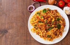 Spaghetti con il fungo, le verdure e la carne tritata fotografia stock