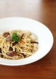 Spaghetti con il fungo per il vegano fotografie stock