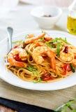 Spaghetti con il gamberetto ed il pomodoro Fotografie Stock Libere da Diritti