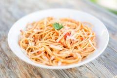 Spaghetti con il pomodoro ed il formaggio Fotografie Stock Libere da Diritti