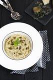 Spaghetti con il tartufo nero fresco Fotografie Stock Libere da Diritti
