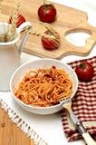 Spaghetti con la salsa di pomodori Immagini Stock